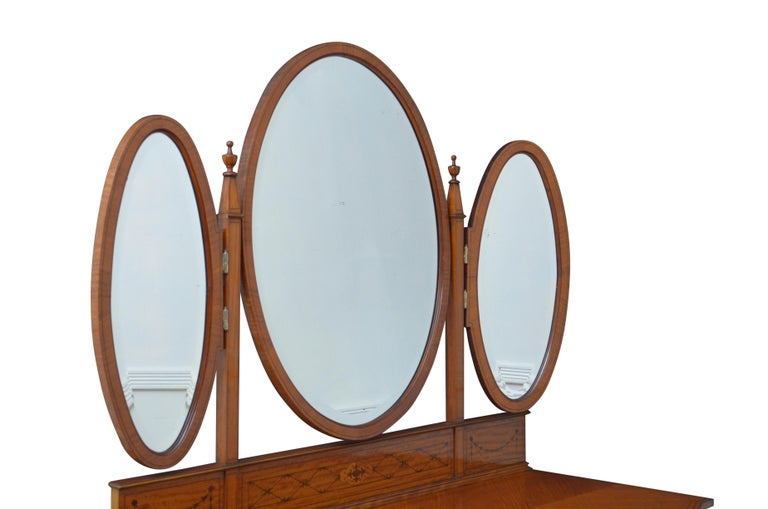 K0497 superb Edwardian satinwood dressing table of serpentine outline, having three original bevelled edge mirrors with some foxing and imperfections on slender inlaid supports with original finials to the top all above finely inlaid upstand and