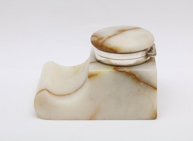 Edwardian Sterling Silver-Mounted Onyx Inkwell In Good Condition For Sale In New York, NY
