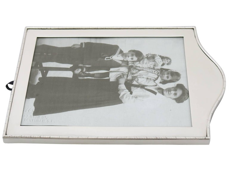 Edwardian Sterling Silver Photograph Frame by Goldsmiths & Silversmiths Co Ltd For Sale 2