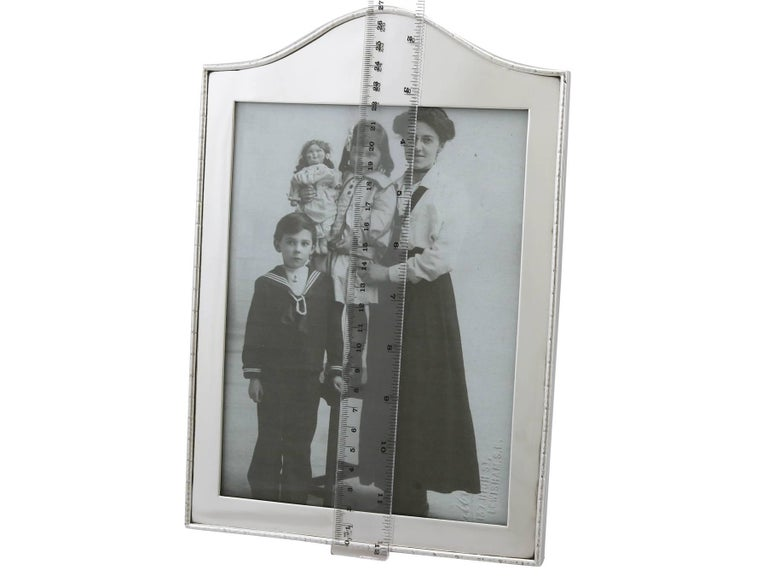 Edwardian Sterling Silver Photograph Frame by Goldsmiths & Silversmiths Co Ltd For Sale 4