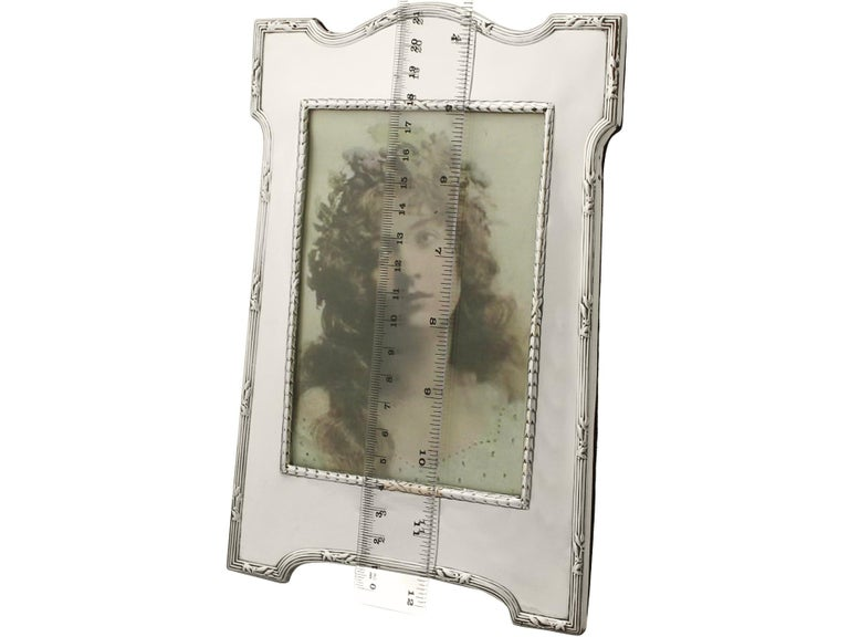 Antique Edwardian Sterling Silver Photograph Frame by E Mander & Son For Sale 4