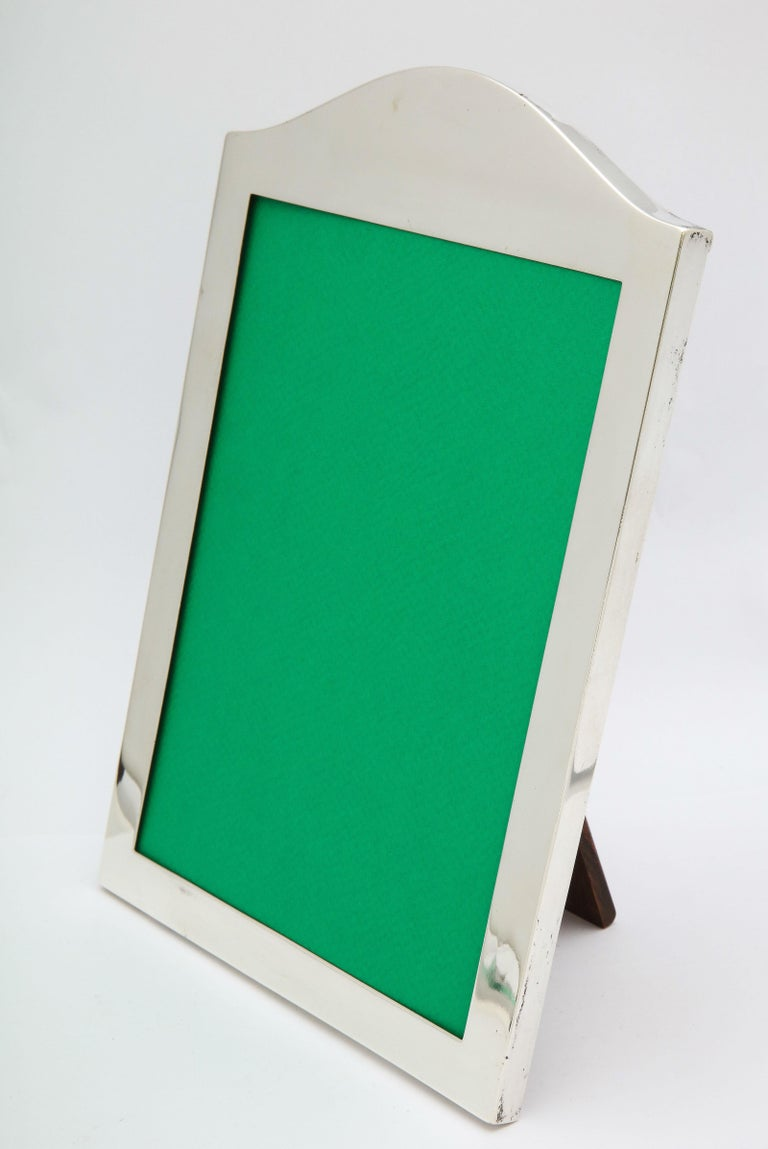 Edwardian Sterling Silver Wood-Backed Hump-Topped Picture Frame -Mappin & Webbb For Sale 3