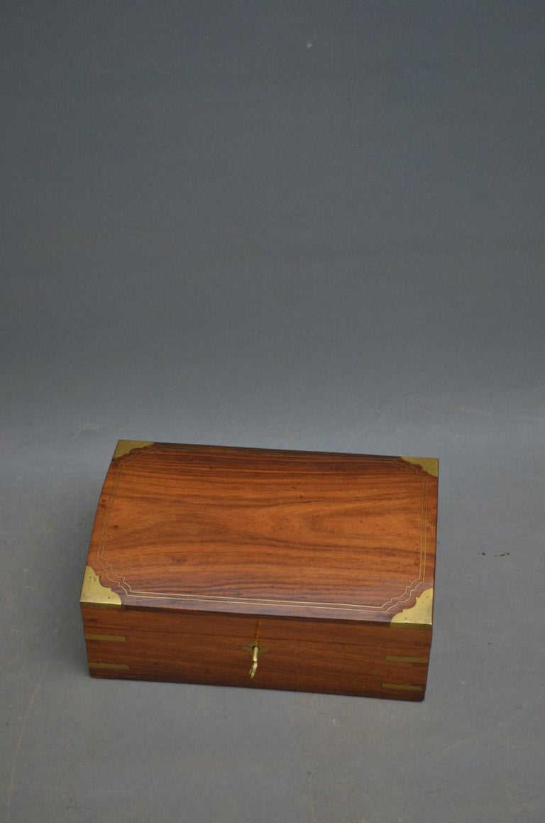 Sn4486 fine quality Edwardian walnut jewelry / sewing box of domed design and brass bounds, having original working lock with 2 keys and lift up tray, all in excellent original condition, circa 1900. Measures: H 5
