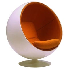 Eero Aarnio Ball chair in Kvadrat Hallingdal Orange 547