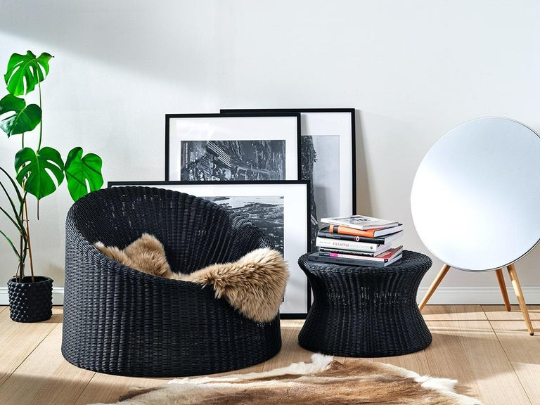 The elephant boot was designed by Eero Aarnio in 1961 and it is the largest piece of the Rattan collection. The functionality and neutral aesthetic make it a perfect addition to any interior decoration. The Elephant Boot is made of woven rattan with