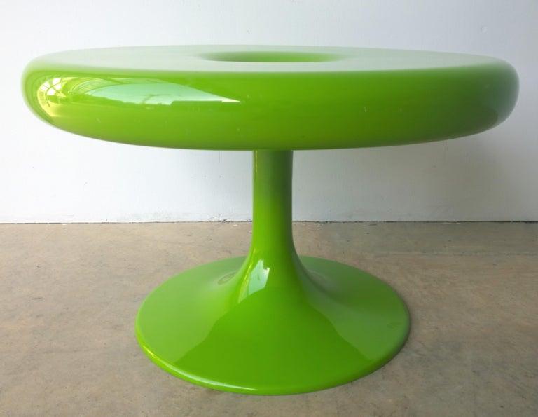 Mid-Century Modern Eero Aarnio Kantarelli Molded Plastic Green Fiberglass Occasional Side Table For Sale