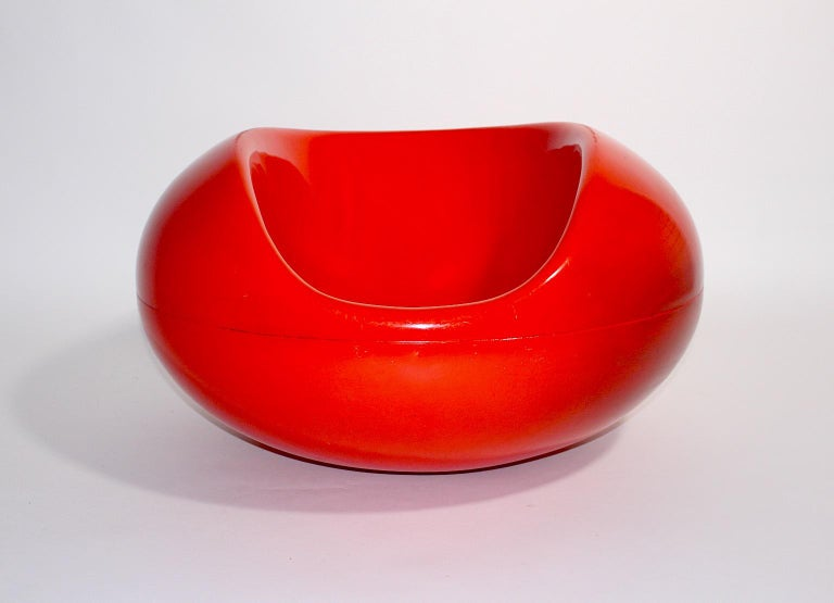 Eerio Aarnio space age vintage organic red fiberglass armchair or rocking chair Pastille for Asko, which was designed 1960s Finland. It features a rocking motion in a bold color with a glossy surface. The condition is fair with signs of age and use,