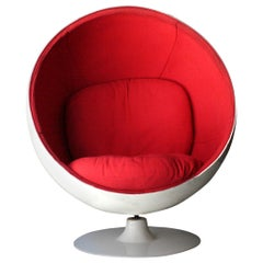 Eero Aarnio Style Mid-Century Modern ''Ball Chair'' White Red Finland, 1963