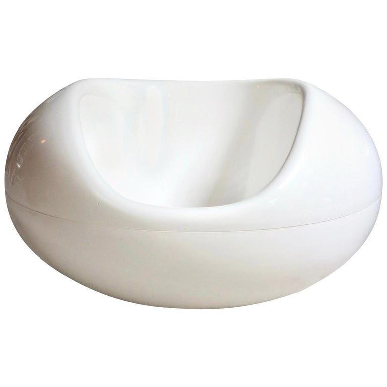 Eero Aarnio White Fiberglass Pastil Chair