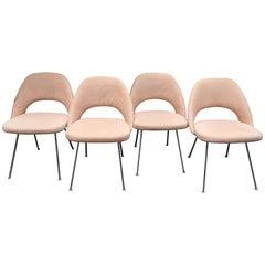"""Eero Saarinen """"4 Chairs Conférence Modele"""""""