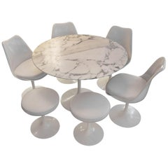 """Eero Saarinen and Knoll International """"Tulip"""", Table and 4 Chairs and 2 Stools"""