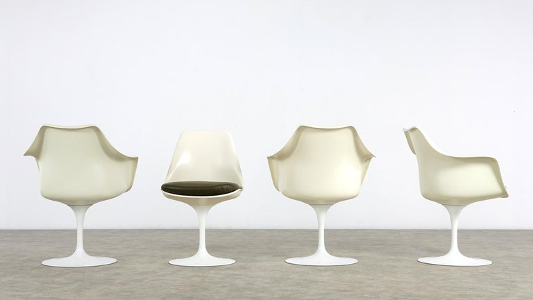 Mid-Century Modern Eero Saarinen Early Tulip Armchair 150 and Sidechair 151 for Knoll International For Sale