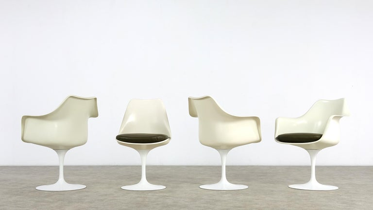 Eero Saarinen Early Tulip Armchair 150 and Sidechair 151 for Knoll International In Good Condition For Sale In Munster, NRW