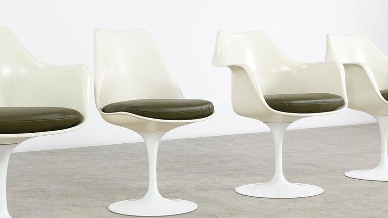 Eero Saarinen Early Tulip Armchair 150 and Sidechair 151 for Knoll International For Sale 1