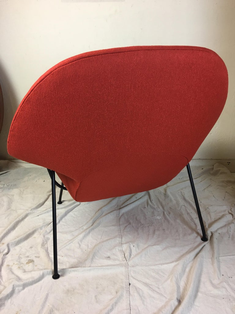 Eero Saarinen for Knoll 1950s Womb Chair and Ottoman For Sale 3