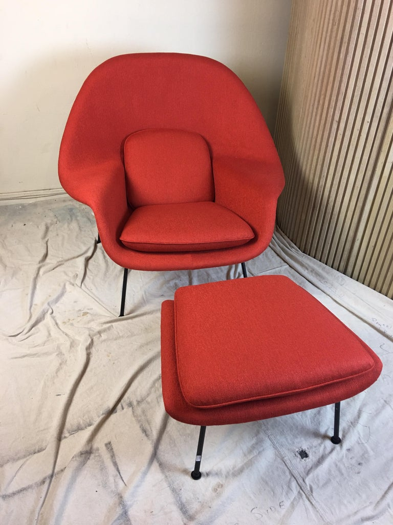 Mid-Century Modern Eero Saarinen for Knoll 1950s Womb Chair and Ottoman For Sale