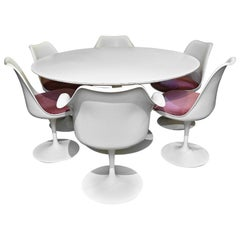 Eero Saarinen for Knoll 1960s Tulip Table and Six Chairs