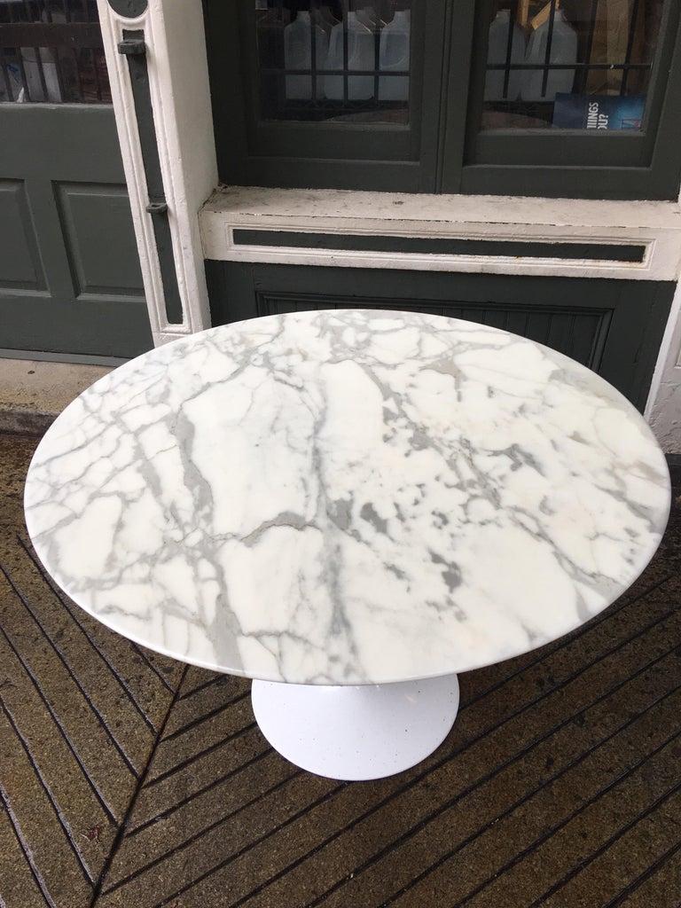 Mid-Century Modern Eero Saarinen for Knoll Marble Table For Sale