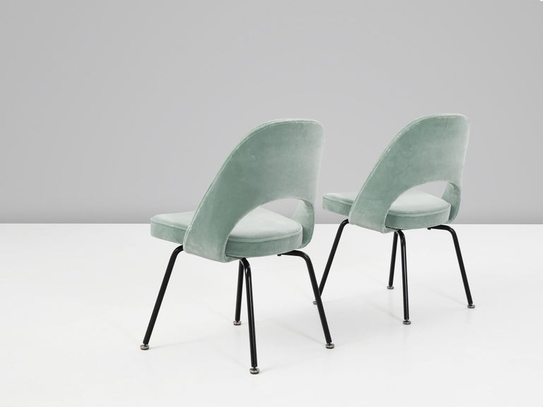 Eero Saarinen for Knoll International, big set of model 72 chairs, in metal and leatherette, United States 1948.   Big set of organic shaped chairs designed by Eero Saarinen. A fluid, sculptural form. This timeless and versatile design continues to