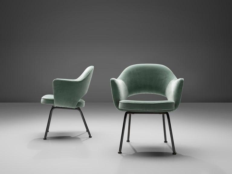 Mid-Century Modern Eero Saarinen for Knoll International Pair of Dining Chairs For Sale