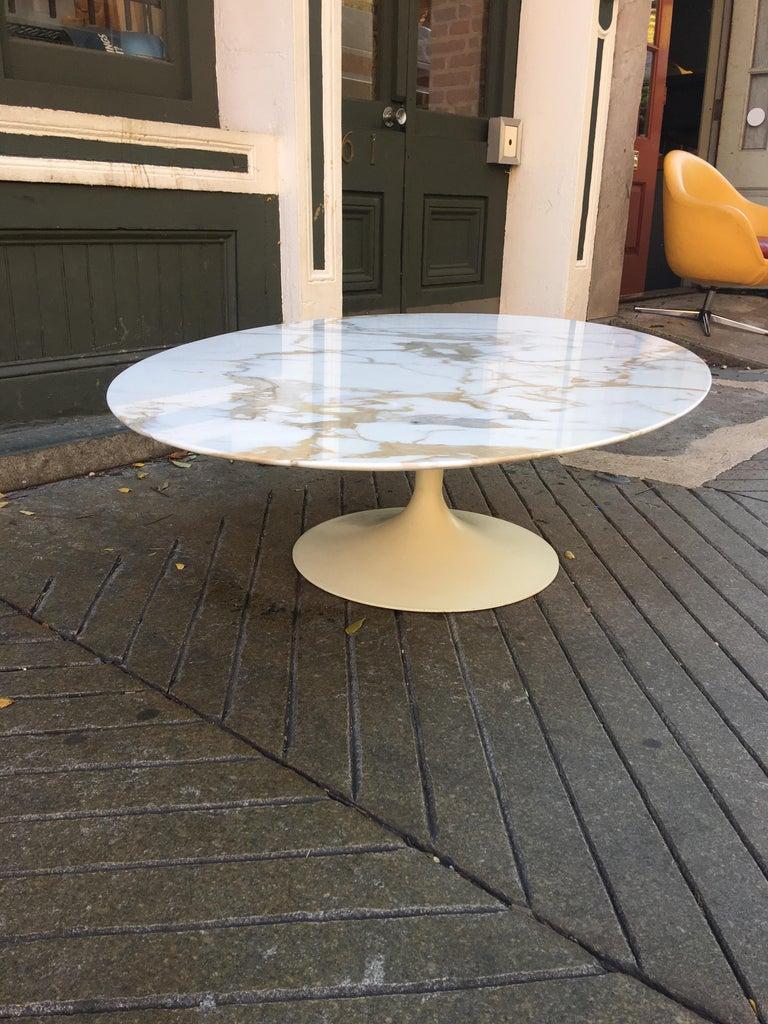American Eero Saarinen for Knoll Oval Marble Coffee Table For Sale