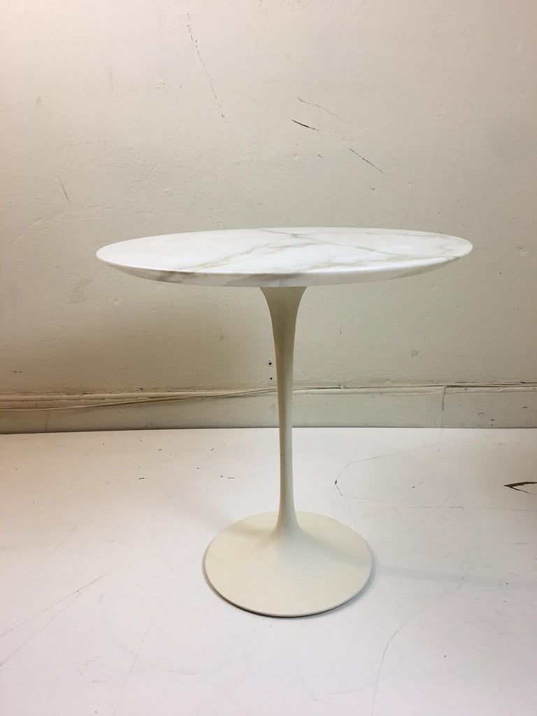 American Eero Saarinen for Knoll Round Marble Side Table  For Sale