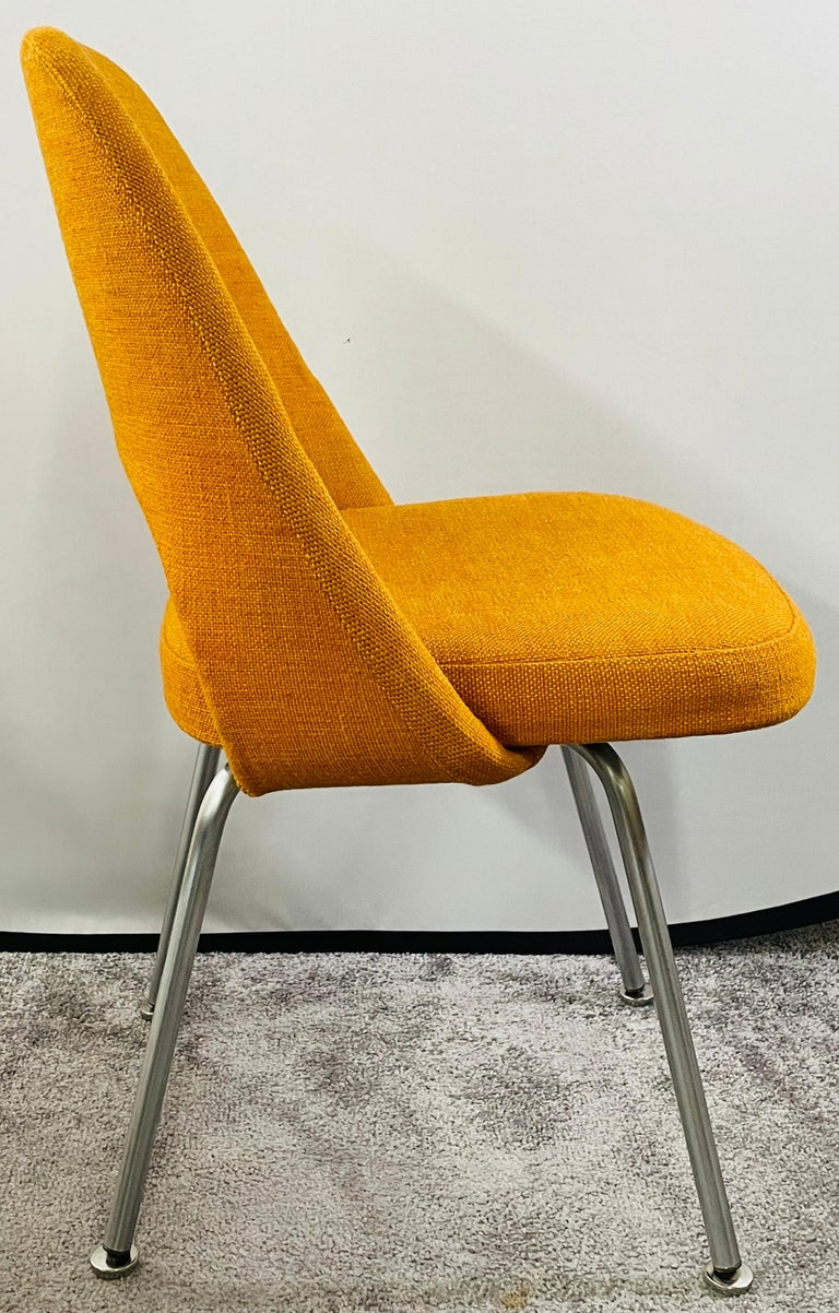 Eero Saarinen for Knoll Side Chair, a Pair For Sale 5