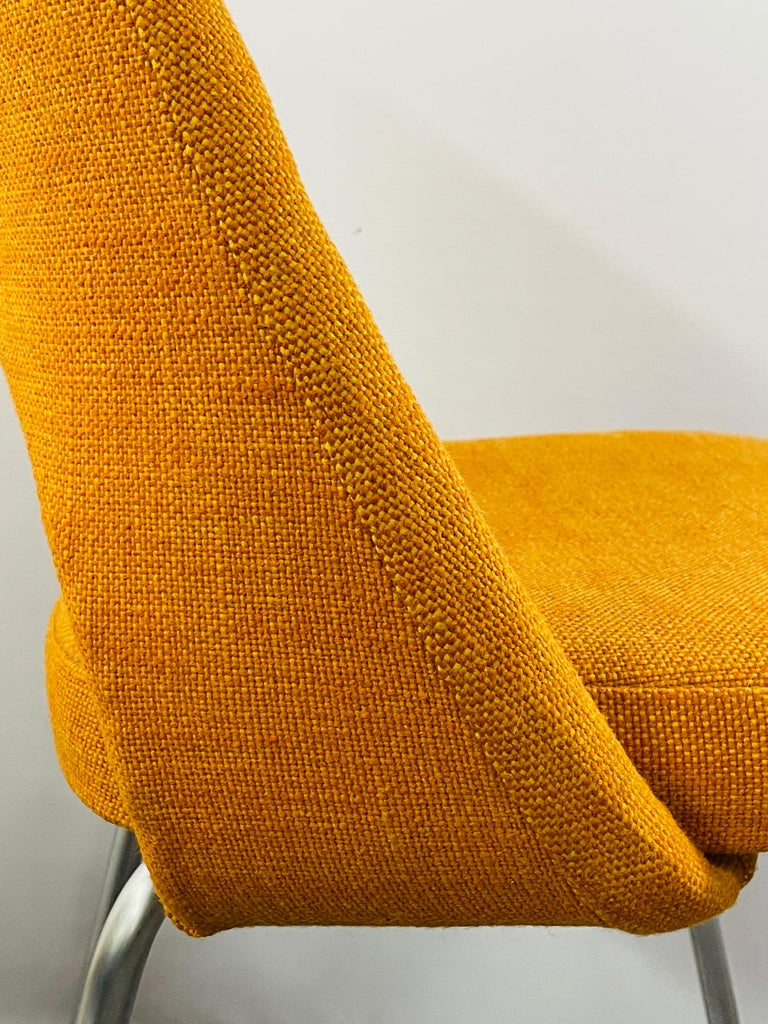 Eero Saarinen for Knoll Side Chair, a Pair For Sale 6