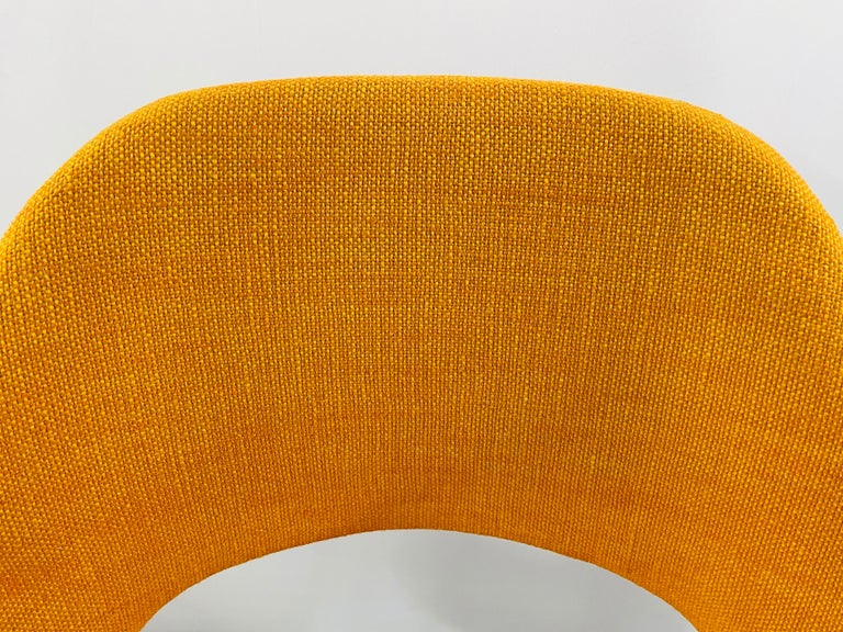 Eero Saarinen for Knoll Side Chair, a Pair In Good Condition For Sale In Plainview, NY