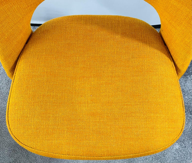 Eero Saarinen for Knoll Side Chair, a Pair For Sale 1