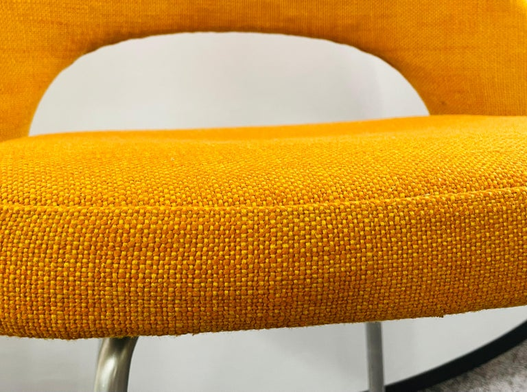 Eero Saarinen for Knoll Side Chair, a Pair For Sale 2