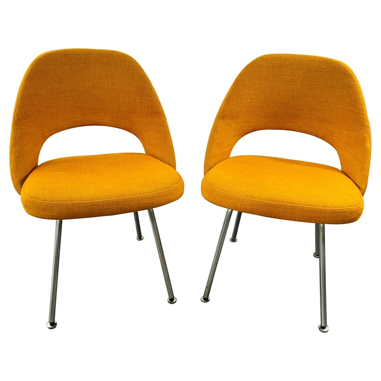 Eero Saarinen for Knoll Side Chair, a Pair For Sale