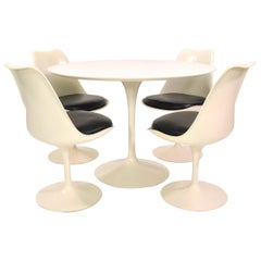 Eero Saarinen for Knoll Tulip Dining Set with Four Chairs and Table