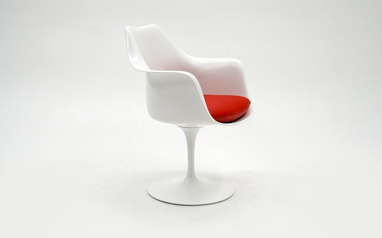 This is a vintage Saarinen Tulip armchair with the swivel seat option. This has been expertly restored with a conversion varnish finish (super smooth and durable) with new red cushions using Knoll