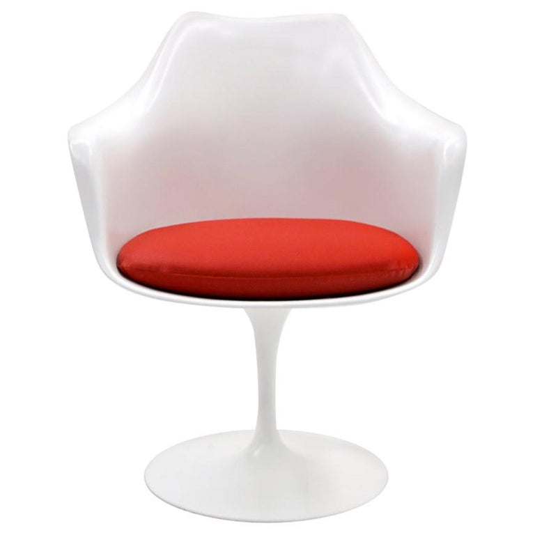 Eero Saarinen for Knoll Tulip Swivel Chair with Arms, White, Red, Excellent
