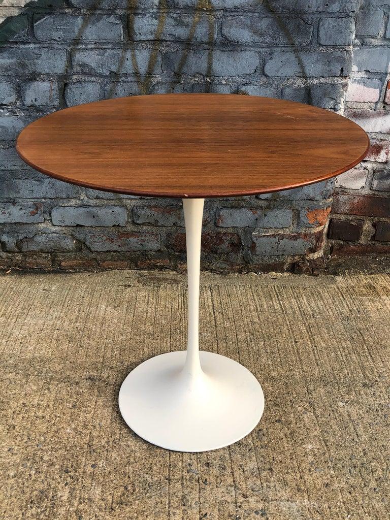 20th Century Eero Saarinen for Knoll Walnut Tulip Side Table For Sale