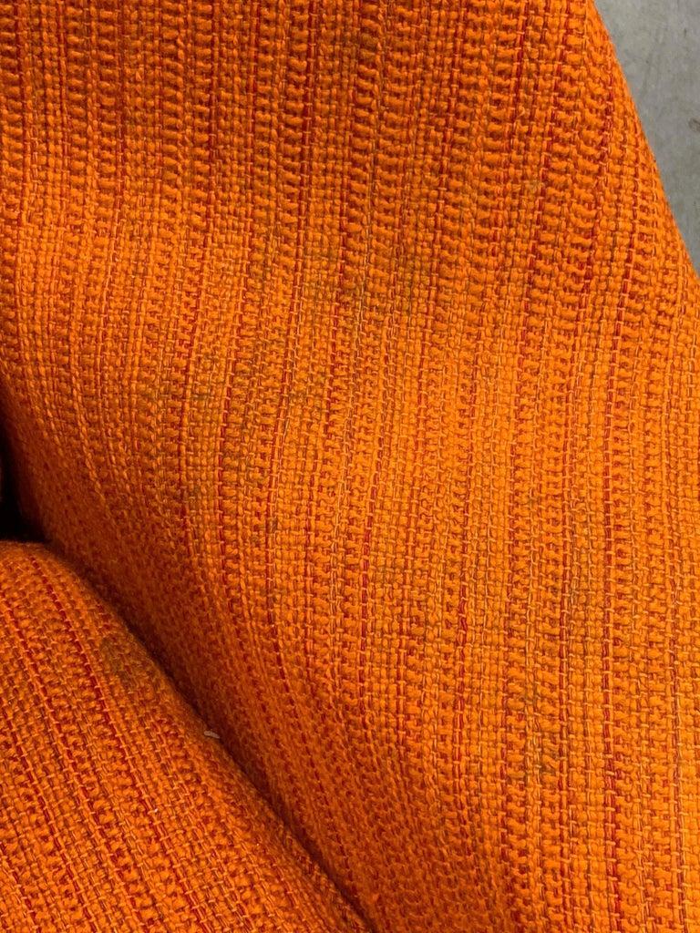 Eero Saarinen Knoll Womb Chair in Knoll Cato Wool Fabric For Sale 4