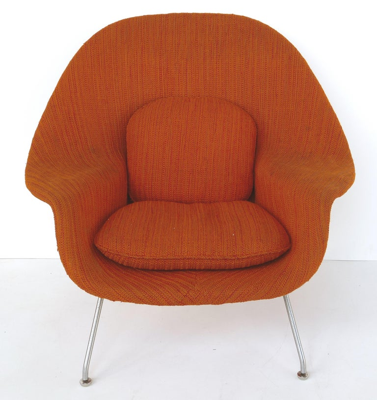 Mid-Century Modern Eero Saarinen Knoll Womb Chair in Knoll Cato Wool Fabric For Sale