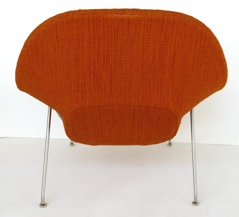 20th Century Eero Saarinen Knoll Womb Chair in Knoll Cato Wool Fabric For Sale