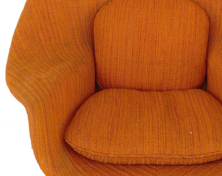 Eero Saarinen Knoll Womb Chair in Knoll Cato Wool Fabric For Sale 1