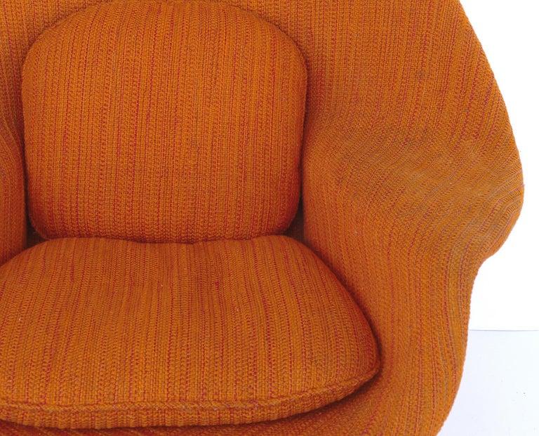 Eero Saarinen Knoll Womb Chair in Knoll Cato Wool Fabric For Sale 2