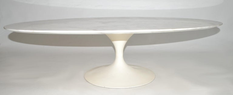 Mid-Century Modern Eero Saarinen Oval Tulip Coffee Cocktail Table in Marble by Knoll