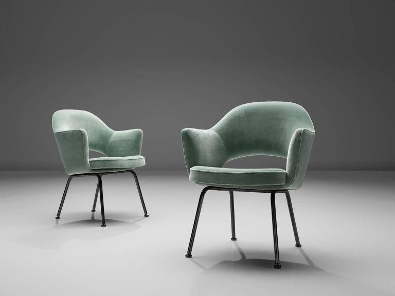 Eero Saarinen Set of Six Reupholstered Armchairs in Velvet and Metal In Good Condition For Sale In Waalwijk, NL