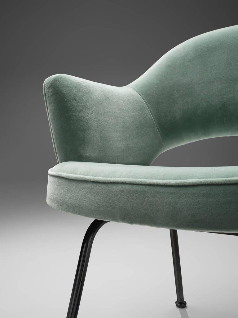 Mid-20th Century Eero Saarinen Set of Six Reupholstered Armchairs in Velvet and Metal For Sale