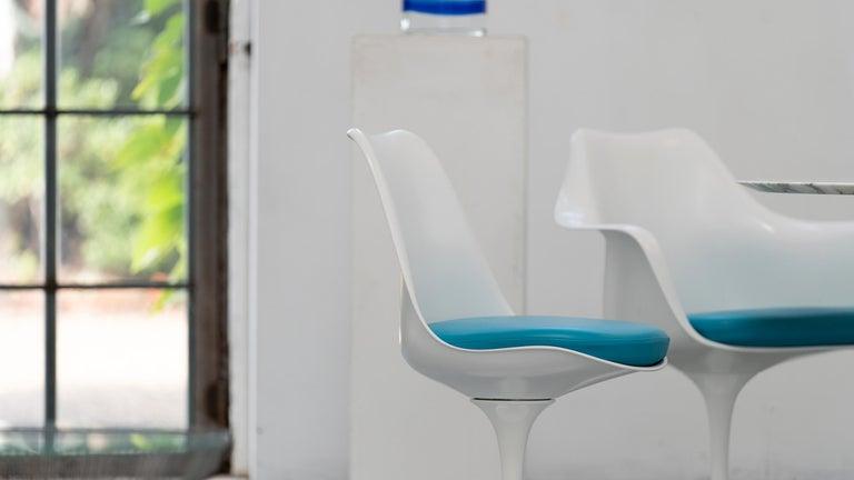 Eero Saarinen, Set of 4 Tulip Chair by Knoll International in Turquoise-Blue For Sale 3