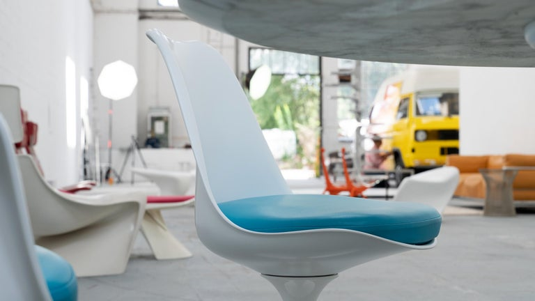 Eero Saarinen, Set of 4 Tulip Chair by Knoll International in Turquoise-Blue For Sale 8