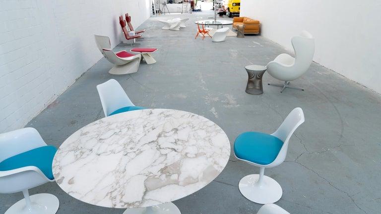 Eero Saarinen, Set of 4 Tulip Chair by Knoll International in Turquoise-Blue For Sale 9