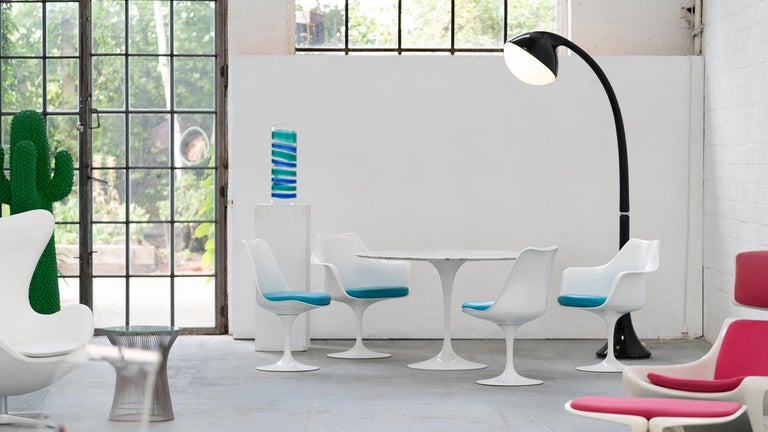 Mid-20th Century Eero Saarinen, Set of 4 Tulip Chair by Knoll International in Turquoise-Blue For Sale