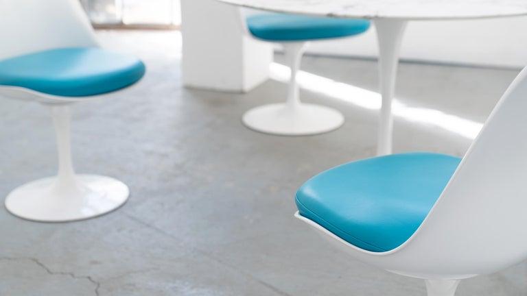 Eero Saarinen, Set of 4 Tulip Chair by Knoll International in Turquoise-Blue For Sale 1