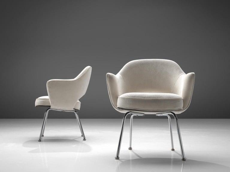 Eero Saarinen Six Armchairs in White Fabric In Good Condition For Sale In Waalwijk, NL